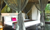 Bedroom and Balcony - Villa Palm River - Pererenan, Bali