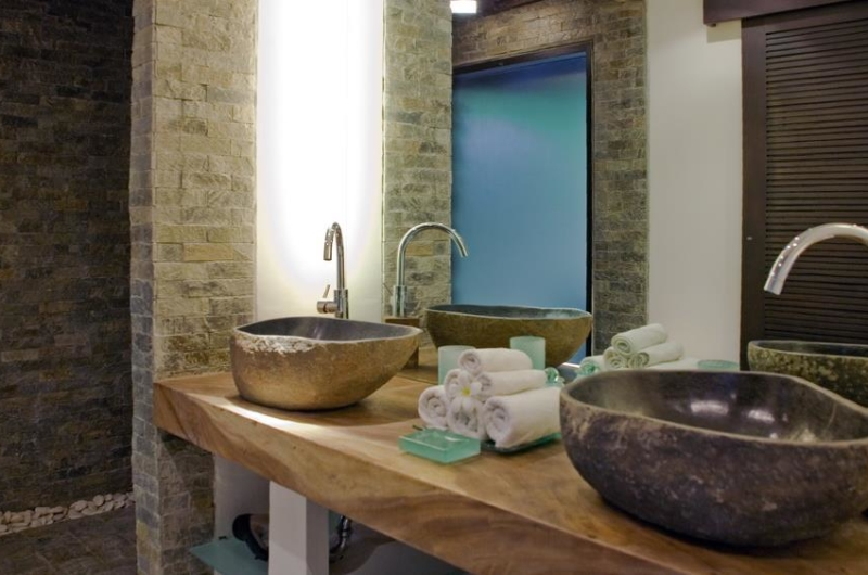 His and Hers Bathroom with Mirror - Villa Palm River - Pererenan, Bali