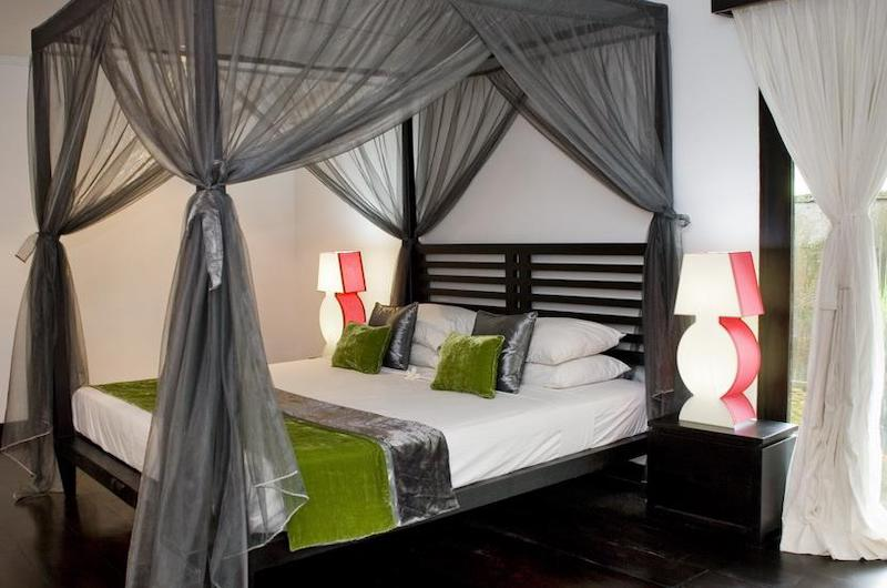 Four Poster Bed with Wooden Floor - Villa Palm River - Pererenan, Bali