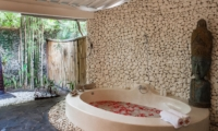 En-Suite Bathroom with Bathtub - Villa Pandora - Seminyak, Bali