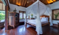 Bedroom with Wooden Floor - Villa Pangi Gita - Pererenan, Bali