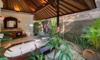 Semi Open Bathtub - Villa Pangi Gita - Pererenan, Bali