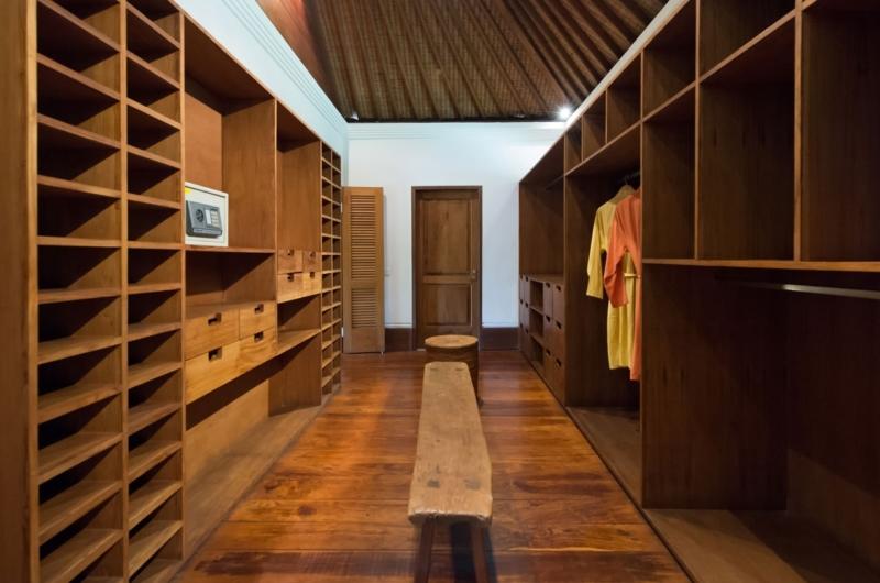 Walk-In Wardrobe - Villa Pangi Gita - Pererenan, Bali