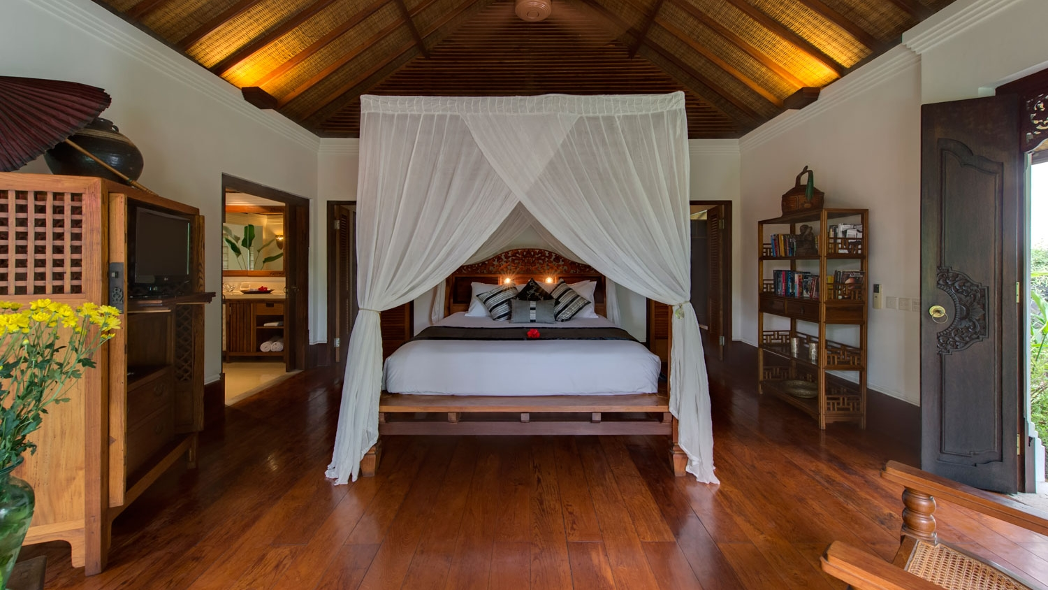 Bedroom with Mosquito Net - Villa Pangi Gita - Pererenan, Bali