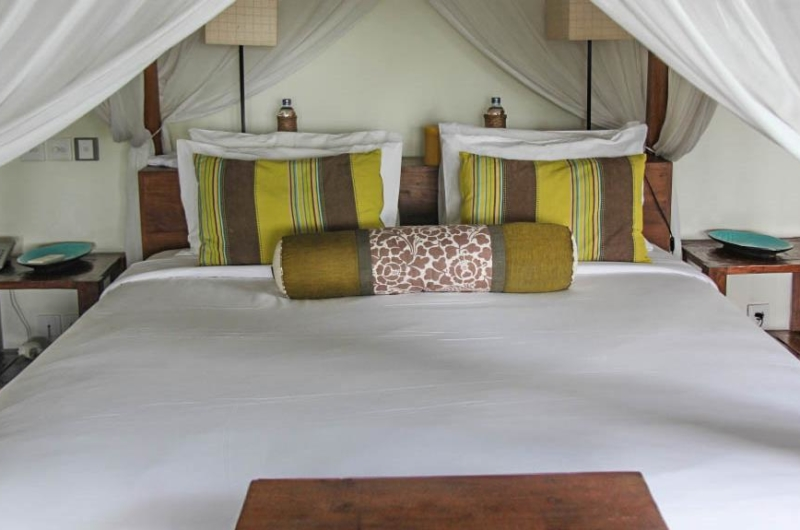 Four Poster Bed with Mosquito Net - Villa Pantai Lima Estate - Canggu, Bali