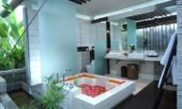 En-Suite His and Hers Bathroom - Villa Paya Paya - Seminyak, Bali