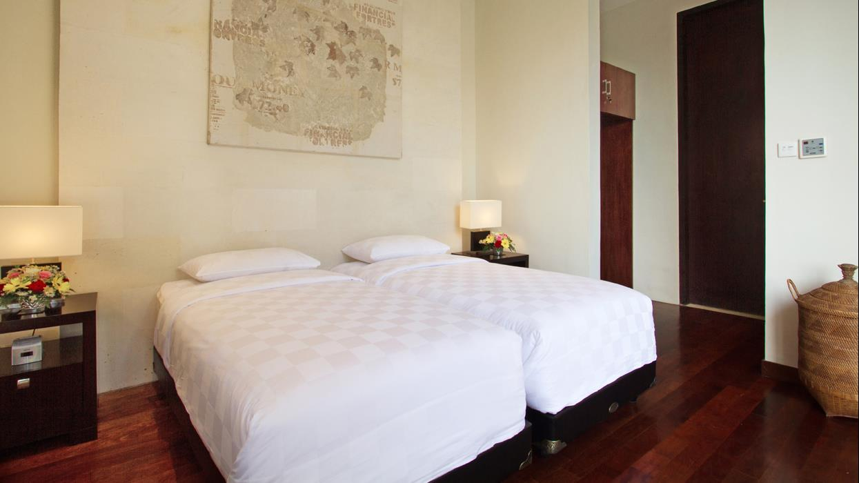 Twin Bedroom with Wooden Floor - Villa Portsea - Seminyak, Bali