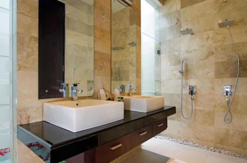 His and Hers Bathroom with Shower - Villa Portsea - Seminyak, Bali