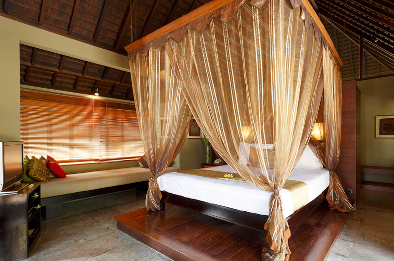Four Poster Bed with Seating Area - Villa Pushpapuri - Sanur, Bali
