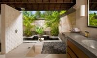 En-Suite Bathroom - Villa Pushpapuri - Sanur, Bali