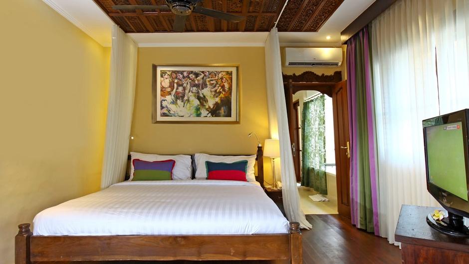 Bedroom with Wooden Floor - Villa Pyaar - Seminyak, Bali