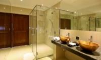En-Suite Bathroom with Shower - Villa Pyaar - Seminyak, Bali