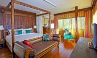 Bedroom with Sofa and TV - Villa Pyaar - Seminyak, Bali
