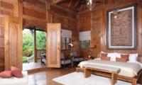 Bedroom with Wooden Floor - Villa Radha - Canggu, Bali