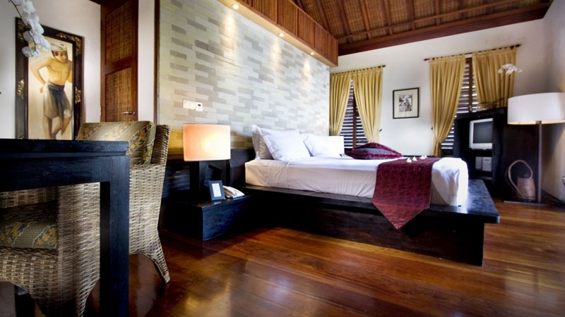 Bedroom with Wooden Floor - Villa Raj - Sanur, Bali