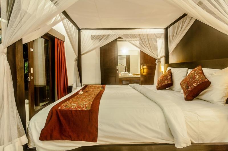 Bedroom and Bathroom - Villa Rama - Seminyak, Bali