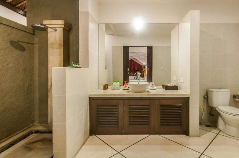 Bathroom with Mirror - Villa Rama - Seminyak, Bali
