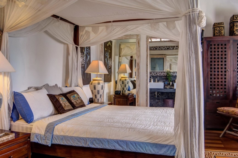 Bedroom with Four Poster Bed - Villa Rama Sita - Seminyak, Bali