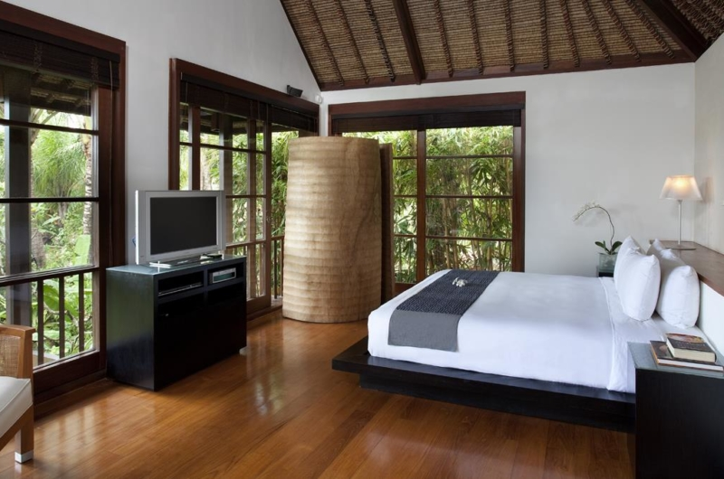 Bedroom with Table Lamps - Villa Ramadewa - Seminyak, Bali