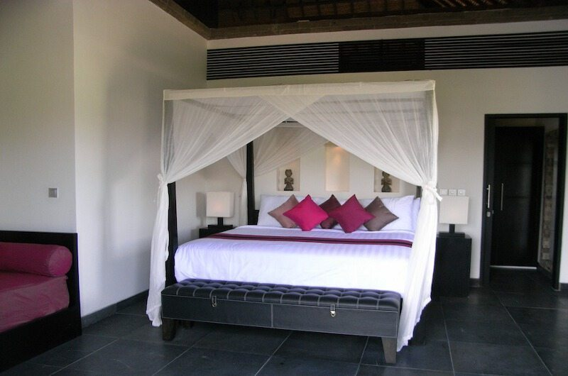 Bedroom with Seating Area - Villa Rumah Lotus - Ubud, Bali