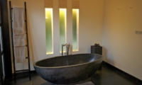 Bathroom with Bathtub - Villa Rumah Lotus - Ubud, Bali