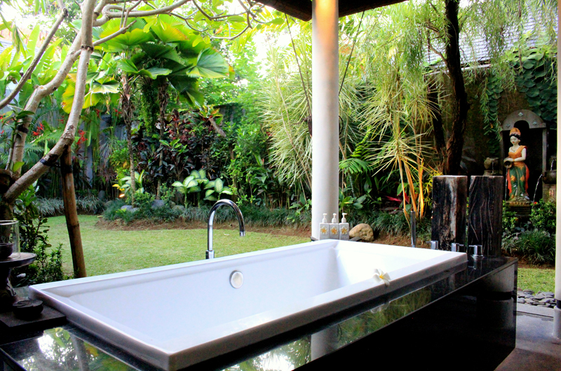 Outdoor Bathtub - Villa Sally - Canggu, Bali
