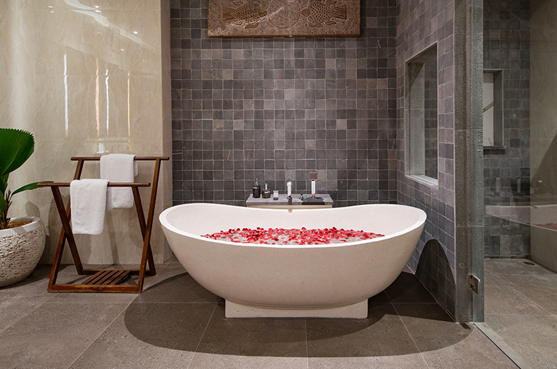 Romantic Bathtub Set Up - Villa Sally - Canggu, Bali