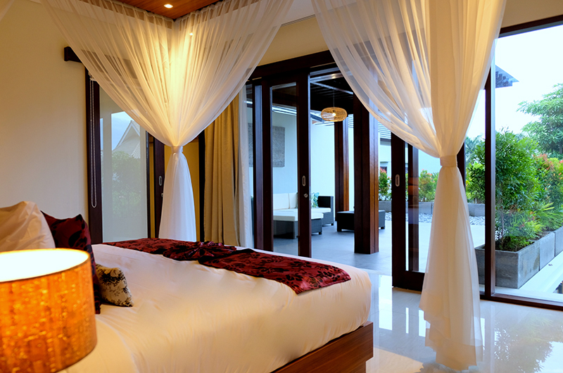 Bedroom with Outdoor View - Villa Sally - Canggu, Bali