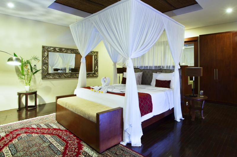 Bedroom with Wooden Floor - Villa Sam Seminyak - Seminyak, Bali