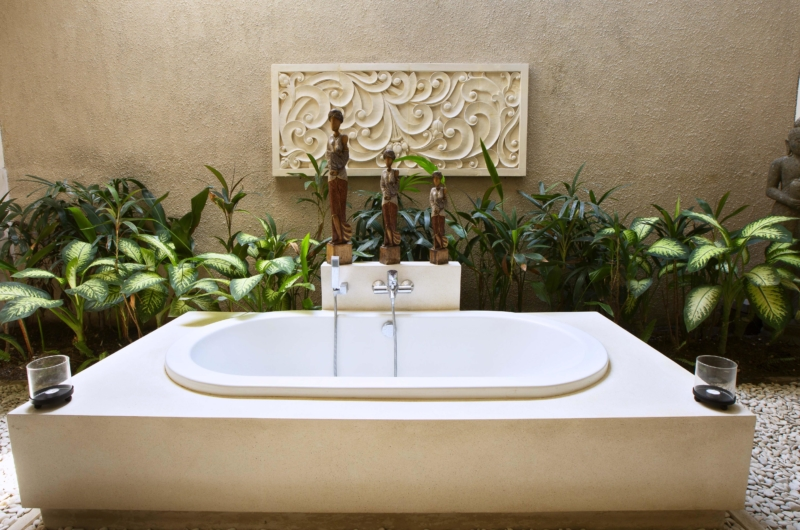 Bathroom with Bathtub - Villa Sam Seminyak - Seminyak, Bali
