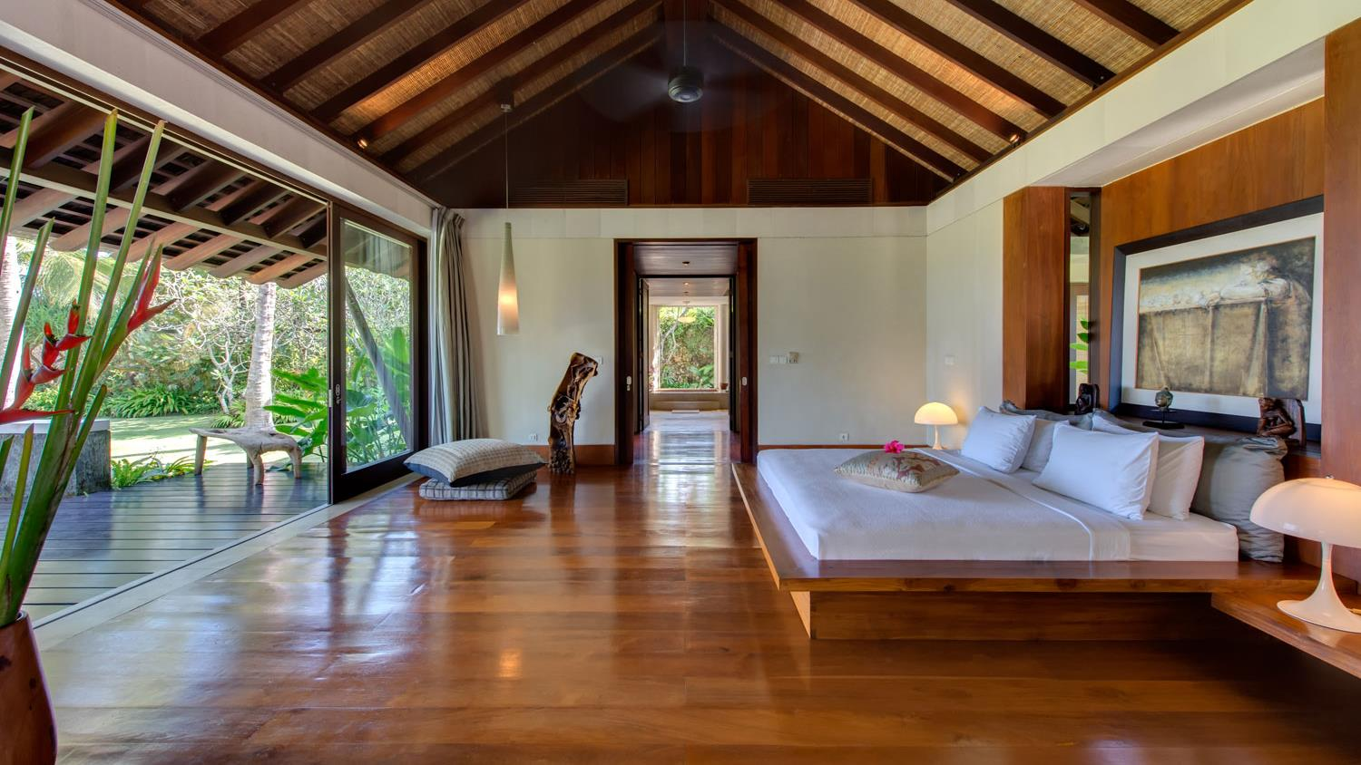 Spacious Bedroom with Wooden Floor - Villa Samadhana - Sanur, Bali