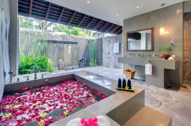 Romantic Bathtub Set Up - Villa Samadhana - Sanur, Bali