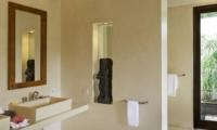 Bathroom with Mirror - Villa Samaki - Ubud, Bali