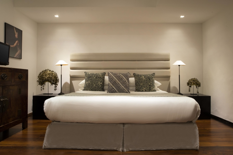 Bedroom with TV - Villa Samuan - Seminyak, Bali