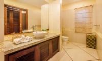 Bathroom with Mirror - Villa Santai - Seminyak, Bali