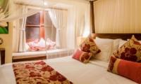 Bedroom with Seating Area - Villa Santai - Seminyak, Bali