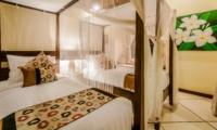 Bedroom with Twin Beds - Villa Santai - Seminyak, Bali