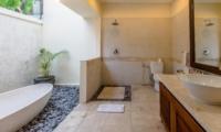 Bathroom with Bathtub - Villa Santi - Seminyak, Bali