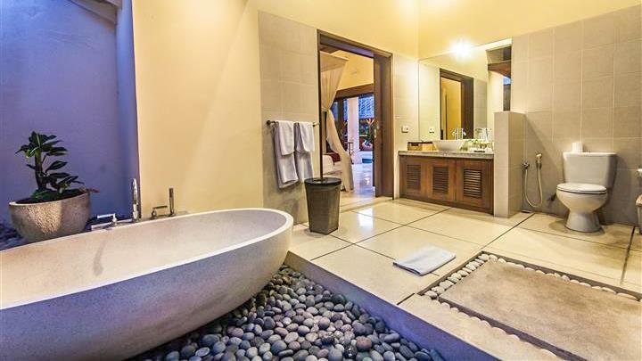 Bathroom with Bathtub - Villa Saphir - Seminyak, Bali