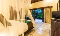 Bedroom with TV - Villa Saphir - Seminyak, Bali