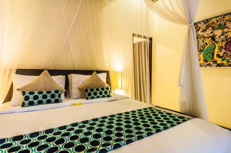 Bedroom with Mosquito Net - Villa Saphir - Seminyak, Bali