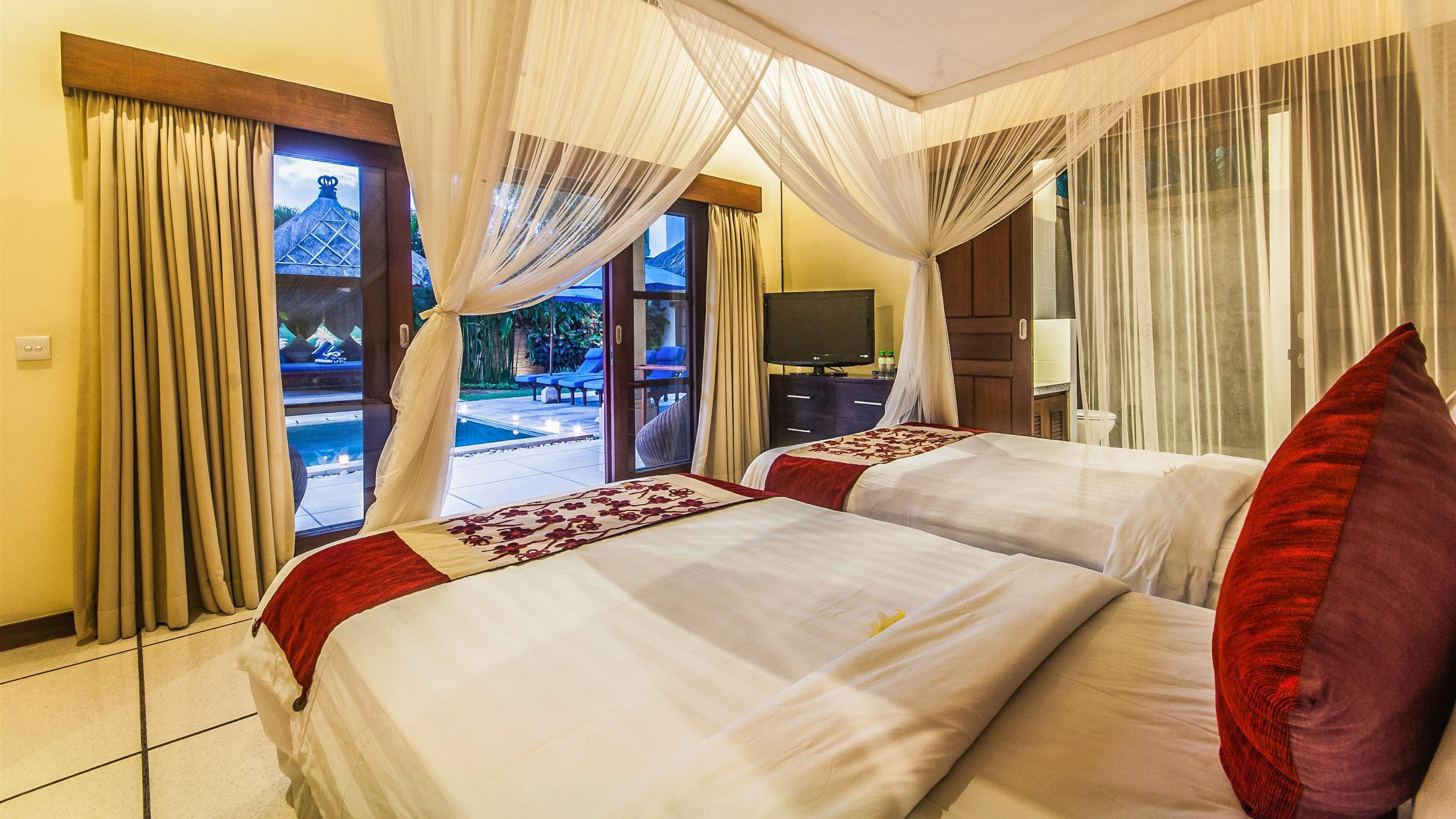 Twin Bedroom with Pool View - Villa Saphir - Seminyak, Bali