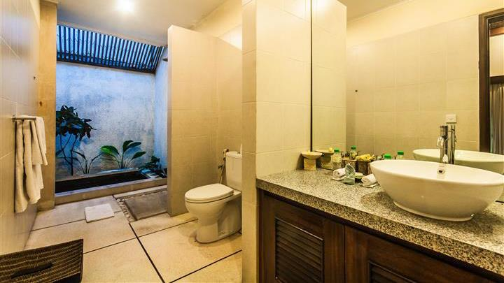 Bathroom with Shower - Villa Saphir - Seminyak, Bali