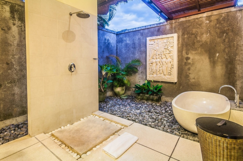 Semi Open Bathroom with Bathtub - Villa Saphir - Seminyak, Bali