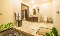 Spacious Bathroom - Villa Saphir - Seminyak, Bali