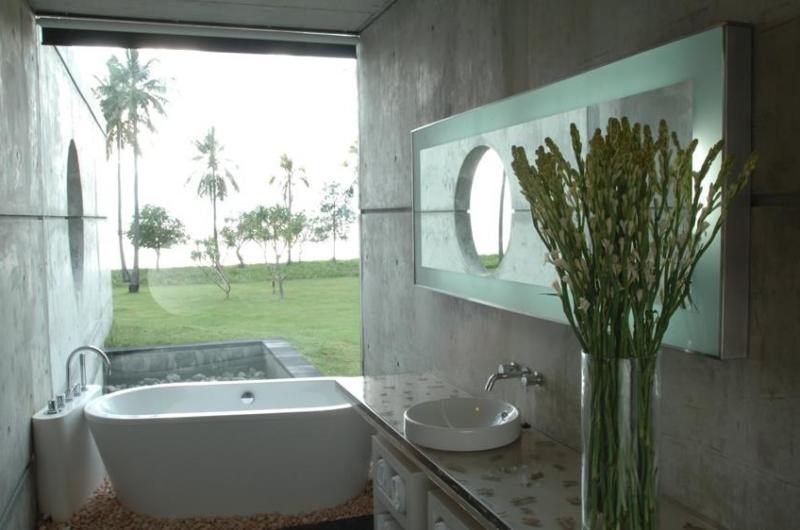 En-Suite Bathtub with View - Villa Sapi - Lombok, Indonesia