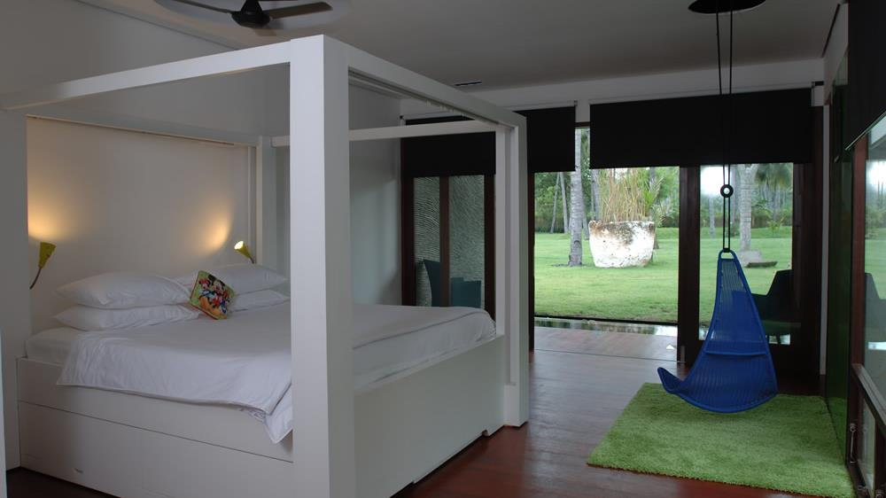 Four Poster Bed with Wooden Floor - Villa Sapi - Lombok, Indonesia