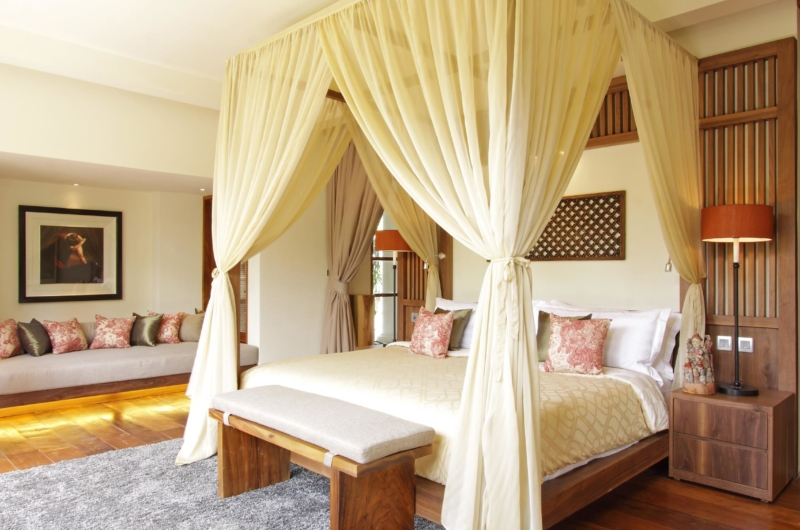 Bedroom with Sofa - Villa Sarasvati - Canggu, Bali