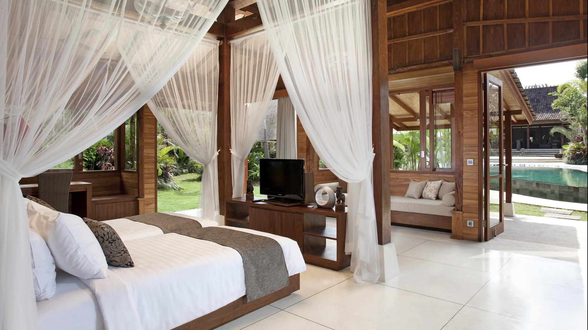 Twin Bedroom with TV - Villa Sati - Canggu, Bali