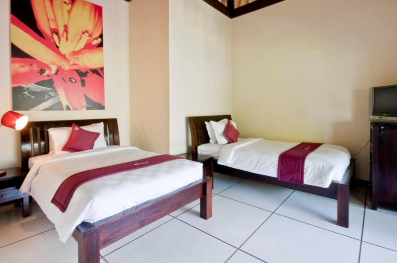 Twin Bedroom with TV - Villa Sayang - Seminyak, Bali